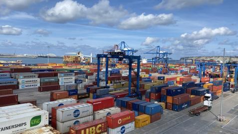 Bilbao ofrece servicios marítimos que conectan con 900 puertos de todo el mundo, tanto para contenedores como para camiones A: CEDIDA F: 05-10-2021 L: BILBAO T: PUERTO DE BILBAO P: -
