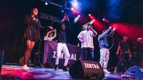 Alumnos del taller de rap