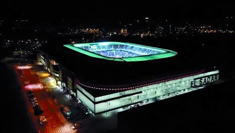 Una toma aérea del estadio de El Sadar en un partido nocturno de Osasuna de esta temporada
