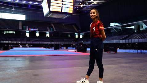 Adriana Cerezo, ayer por la tarde en el Navarra Arena, ya acondicionado para la celebración del Open Ciudad de Pamplona