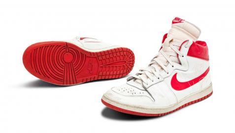 Las Nike Air Ships blancas y rojas que sacará a subasta Sotheby's