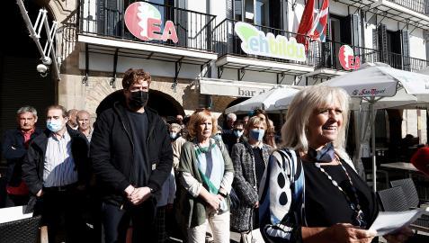 María José Mangado lee la declaración ante Maiorga Ramírez, Esther Korres y MIren Aranoa