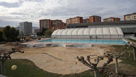 La piscina lúdica, ya demolida para la construcción de un nuevo vaso, en la zona sur del Club de Tenis