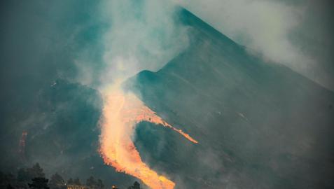 El flanco norte del volcán Cumbre Vieja que entró en erupción el pasado 19 de septiembre se ha derrumbado este sábado