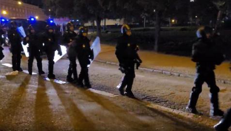 Agentes de Policía Nacional intervienen en un botelló en el Parque del Oeste de Madrid  10/10/2021