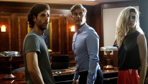 Fotograma de la producción argentina 'Limbo... hasta que lo decida', con los actores Esteban Pérez, Mike Amigorena y Clara Lago
