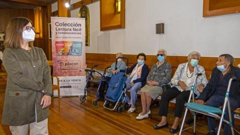 Nuria Carcavilla , la autora de Flores y plantas, en la presentación del libro en San Jerónimo