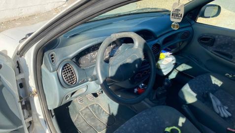 El volante, roto para retirar el cepo policial