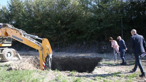 La presidenta María Chivite observa el avance de las obras del Canal de Navarra en Lerín
