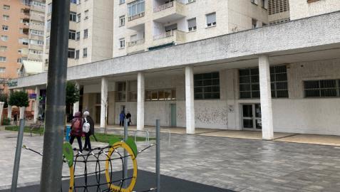 Vista de archivo de los locales de la Avenida Comercial que se adecuarán para centro de día en Barañáin