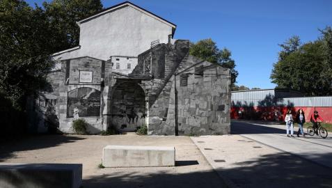 Imagen de ayer del mural de las Lavanderas ya restaurado