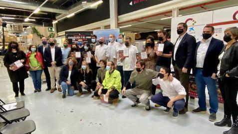 Foto de familia de los galardonados en la XX Semana de la Cazuelica y el Vino D.O. Navarra